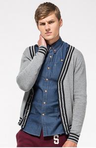秋冬季驼色针织开衫混搭叠穿方法