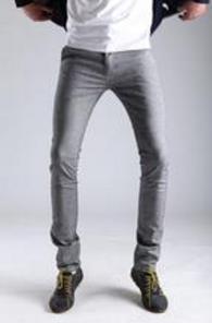 灰色的鞋子搭配什么颜色的裤子比较好看?