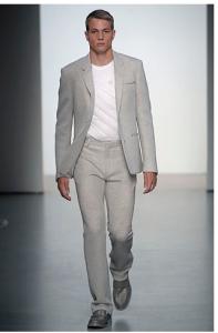 灰色鞋子搭配什么颜色的裤子衣服好看?