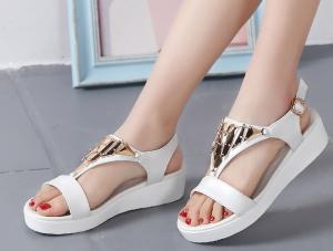 明星示范粗跟厚底鞋的搭配方法